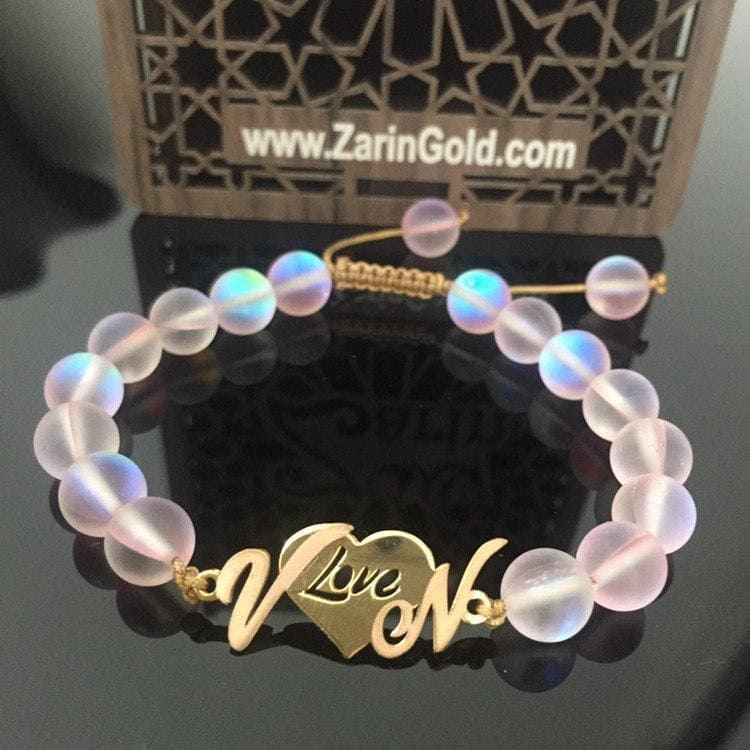 دستبند طلا طرح قلب با حروف V و N